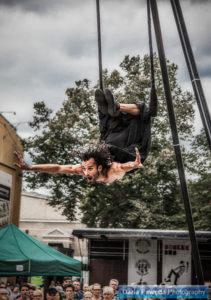 Adriano Cangemi - pokaz akrobatyki powietrznej podczas festiwalu BuskerBus